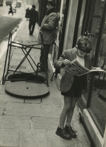 Louis Stettner - Boy Reading Comics, Paris, 1952 - Howard Greenberg Gallery
