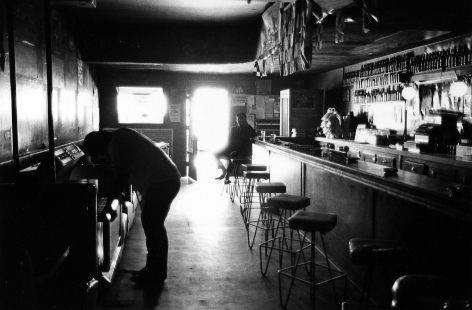 Tom Arndt - Bar scene, St. Paul, Minnesota, 1973 - Howard Greenberg Gallery