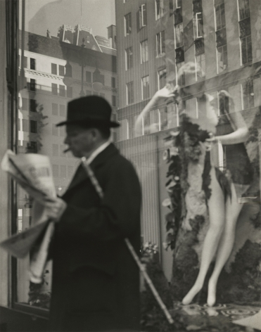 Lisette Model - Window, Bonwit Teller, New York, c.1939 - Howard Greenberg Gallery
