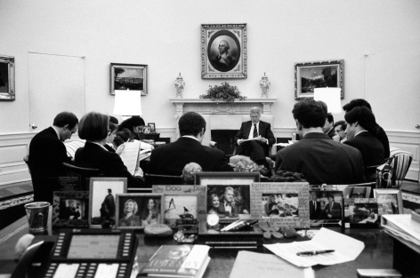 Diana Walker - Clinton and speechwriters convene to discuss his upcoming State of the Union speech, the Oval Office, January 13, 1999 - Howard Greenberg Gallery - 2018