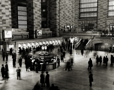 Harold Roth - Grand Central Station, 1950 - Howard Greenberg Gallery