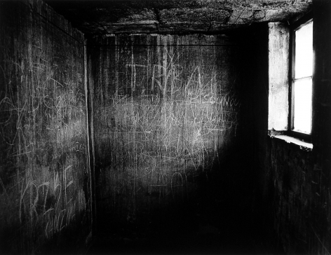 Judith Glickman - Cell, Auschwitz, Poland, 1988 - Howard Greenberg Gallery