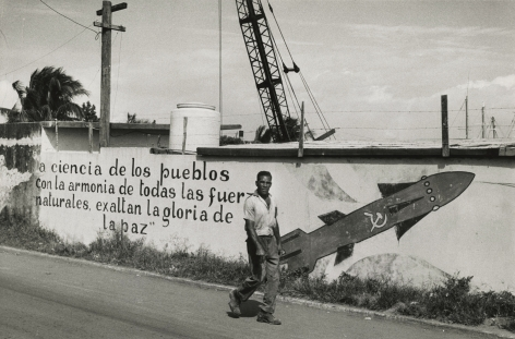 Marc Riboud - La Havanne, Cuba, 1963 - Howard Greenberg Gallery