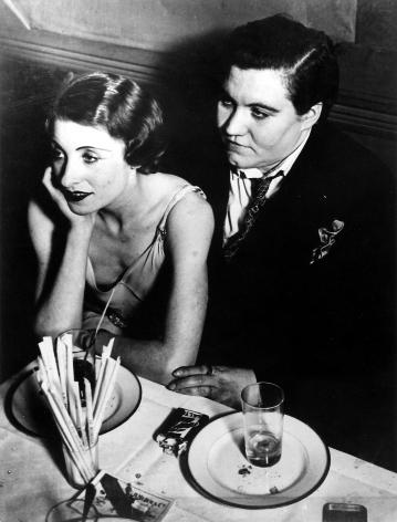 Brassaï - Couple d'Amies, 1932 - Howard Greenberg Gallery
