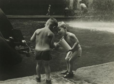 Ruth Orkin - Hydrophysics, c.1950s - Howard Greenberg Gallery - 2018