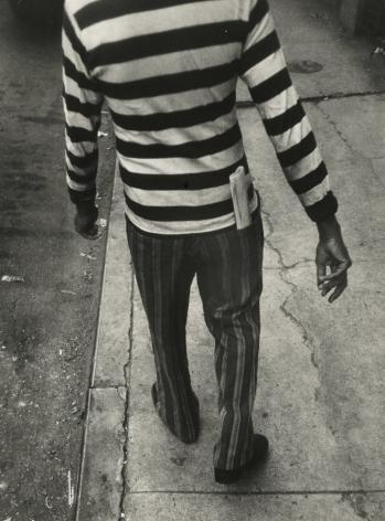 Leon Levinstein - New York, c.1965 - Howard Greenberg Gallery