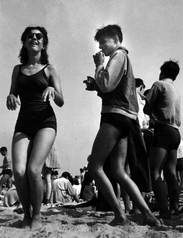 Morris Engel - Beach Play, Coney Island, 1938 - Howard Greenberg Gallery