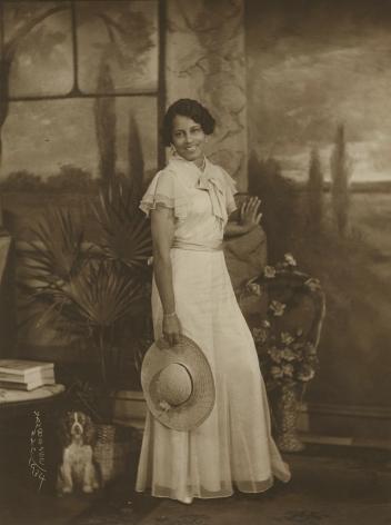 James Van Der Zee - Lady with Wide-brimmed Straw Hat, 1934 - Howard Greenberg Gallery
