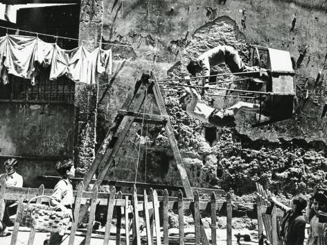 Mario De Biasi - Napoli, 1950s - Howard Greenberg Gallery - 2018