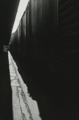Louis Stettner - Untitled (Train), 1950 - Howard Greenberg Gallery