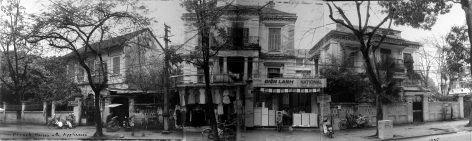 Bill Burke - French houses with appliances, Quang Trung Street, Hanoi, 1995 - Howard Greenberg Gallery
