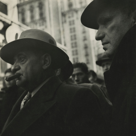 Louis Stettner - Times Square, 1940 - Howard Greenberg Gallery