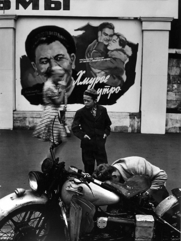 William Klein: Vintage 2007 Howard Greenberg Gallery