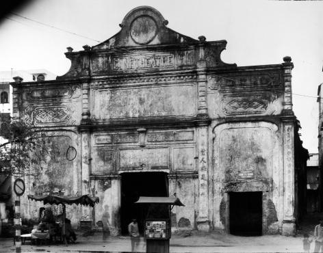 Bill Burke - Cinema, Danang, 1995 - Howard Greenberg Gallery