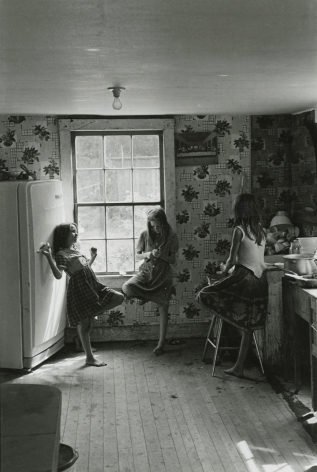 William Gedney, Three Girls in Kitchen, Kentucky, 1964, Howard Greenberg gallery, 2019