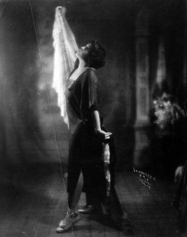 James Van Der Zee - Untitled (dancer holding scarf), 1924 - Howard Greenberg Gallery - 2019