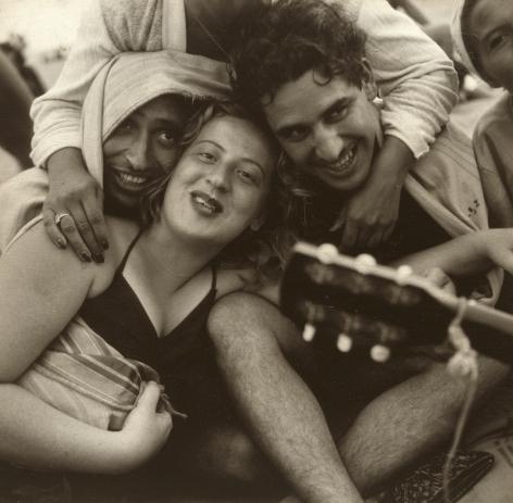 Sid Grossman - Coney Island, 1947 - Howard Greenberg Gallery