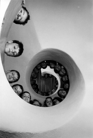 Martine Franck - Bibliotheque de Clamart, Hauts de Seine, 1965 - Howard Greenberg Gallery