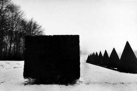 Martine Franck - The Park at Sceaux, Hauts-de-Seine, France, 1987 - Howard Greenberg Gallery