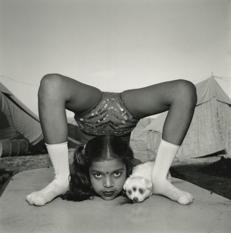 Mary Ellen Mark - Contortionist with Her Puppy Sweety, Great Raj Kamal Circus, Upleta, India - Howard Greenberg Gallery