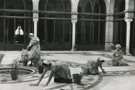 Inge Morath - Hotel Alfonso XIII, Sevilla, 1954 - Howard Greenberg Gallery