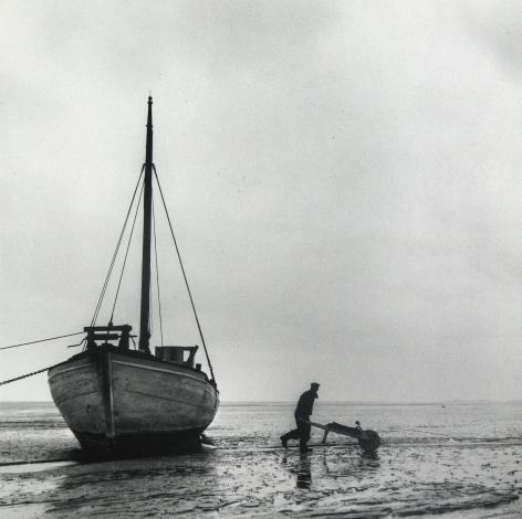Esther Bubley - Ship at ebb tide, Island of Mano, Denmark, 1954 - Howard Greenberg Gallery