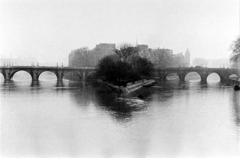 Henri Cartier-Bresson - Ile de La Cite, 1952 - Howard Greenberg Gallery