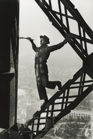 Marc Riboud - Painter on the Eiffel Tower, Paris, 1953 - Howard Greenberg Gallery