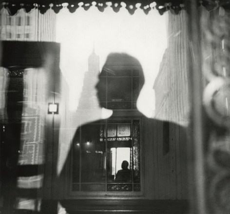Louis Faurer - Elevated subway on Third Avenue, c.1947 - Howard Greenberg Gallery
