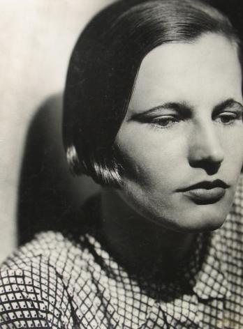 Jaromir Funke - Portrait of a woman with a bob, c.1930 - Howard Greenberg Gallery