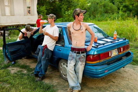 Magdalena Solé, Mississippi Delta, Blue Car and Teens, Crowder, 2010, Sous Les Etoiles Gallery