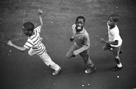Jean-Pierre Laffont, Kids running Harlem Jazz Mobile, Turbulent America, Sous Les Etoiles Gallery