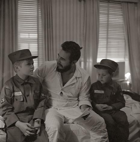 Alberto Korda, Fidel Castro in America, 1959, American children, Sous Les Etoiles Gallery