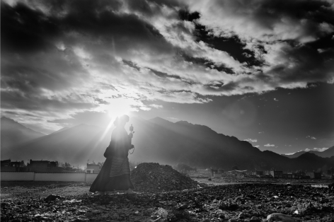 Laurent Zylberman, A Journey in Tibet, A Buddhist pilgrim walking to Lhasa near the sky cemetery, 2008, Sous Les Etoiles Gallery