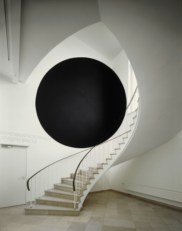 Georges Rousse, anamorphose, architecture, color black circle, Sous Les Etoiles Gallery