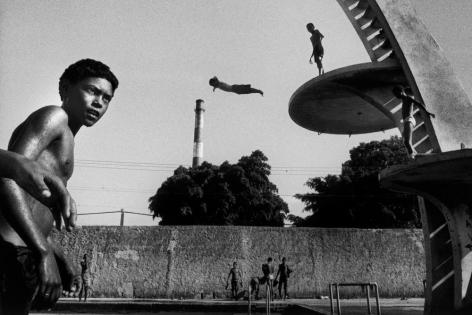 Ernesto Bazan, Cuba, Sous Les Etoiles Gallery, Bazan, Dive, Havana, Cuban children, jumping, swimming pool, Special Period