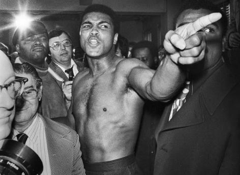Jean-Pierre Laffont, Ali vs. Frazier Ali pointing his finger 26, Turbulent America, Sous Les Etoiles Gallery
