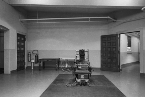 Jean-Pierre Laffont, Electric Chair Sing Sing Prison, Ossining, NY 1967, Turbulent America, Sous Les Etoiles Gallery