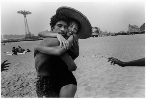Sous Les Etoiles Gallery, The hug; Closed Eyes and Smile, Harvey Stein, Coney Island