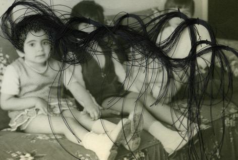 Carolle Bénitah, Photos-Souvenirs, Enfance, sur le canapé (on the couch), 2009, Sous Les Etoiles Gallery
