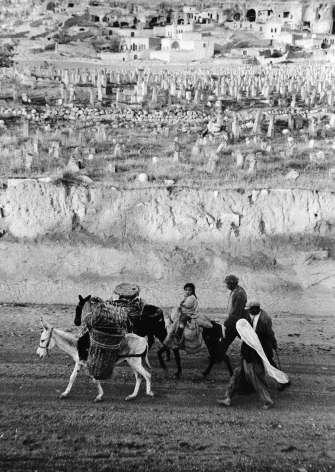 Marc Riboud, China, 1957, workers at lunch, Towards Orient, Asia, Magnum, Sous Les Etoiles Gallery, black and white, social documentary