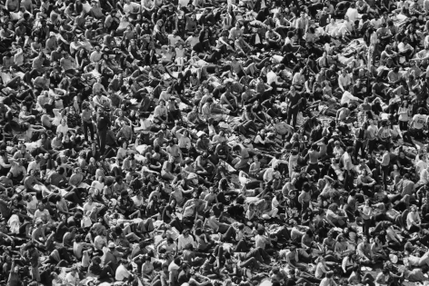 Jean-Pierre Laffont, Yale University Protest view from the top of the crowd, Turbulent America, Sous Les Etoiles Gallery
