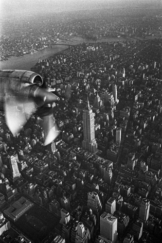 Jean-Pierre Laffont, Empire State Building aerial view, 1969, Turbulent America, Sous Les Etoiles Gallery
