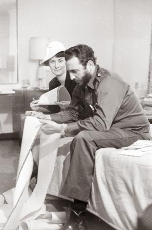 Alberto Korda, Fidel Castro in America, 1959, women, Sous Les Etoiles Gallery