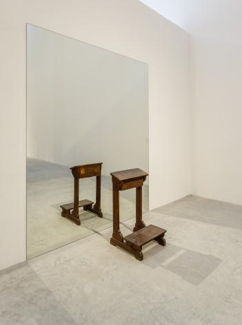 Inginocchiatoio, 2008, Mirror, wood