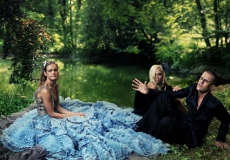 ANNIE LEIBOVITZ, Alice in Wonderland, Donatella Versace and Rupert Everett with Natalia, Paris, 2003