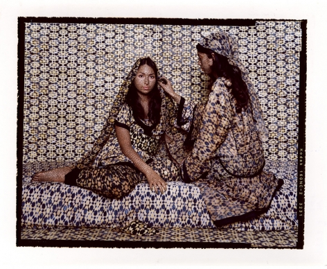 Lalla Essaydi Harem #29, 2009 Chromogenic print mounted to aluminum with a UV protective laminate 180.4 x 223.5 cm From an edition of 5 © Lalla Essaydi.Courtesy of the artist and Edwynn Houk Gallery, New York and Zurich