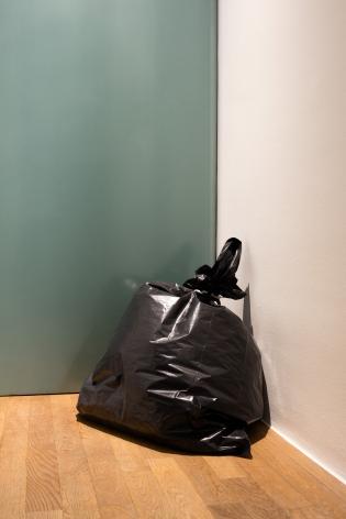 Ceal Floyer, Garbage Bag, 1996, Installation view: Kunstmuseum Bonn, 2015