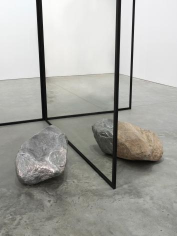 Alicja Kwade, Changed (fig. II), 2016