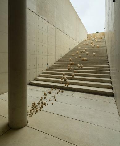 Alicja Kwade,Die Menge des Moments,2015/2020, Installation view:Kausalkonsequenz,Langen Foundation, Neuss, 2020